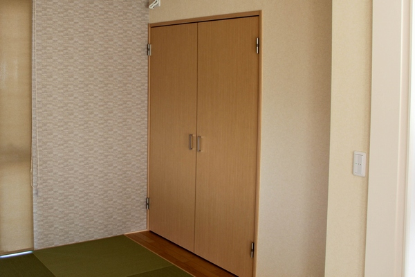両開き扉の収納