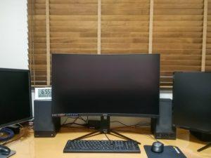 書斎のMSI32インチモニタ